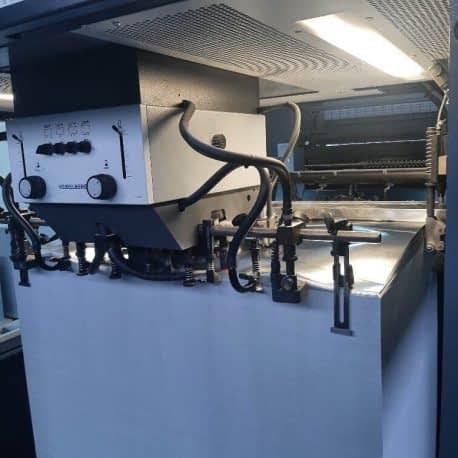 Détail d'une machine d'impression offset 6 couleurs et vernis