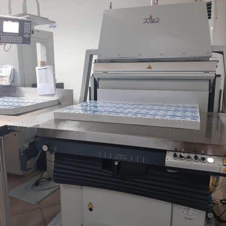 Table de pesage des feuilles imprimées