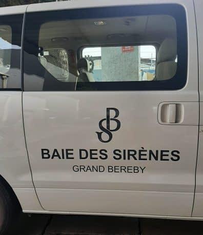 Branding de véhicule lettrage adhésif BAIE DES SIRÈNES