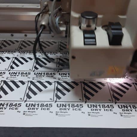 Découpe étiquettes adhésives